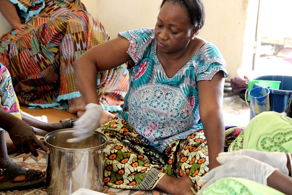 making-soap-senegal